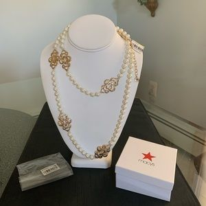 Jewelry - Faux Pearl & Gold Flower Necklace